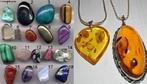Pedras preciosas. Uma seleção de seixos de gemas polidos por abrasão em tambor cilíndrico. O seixo maior tem 40 mm de comprimento . 1 - Turquesa, 2 - Hematita, 3 - Crisocola, 4 - Olho de tigre 5 - Quartzo, 6 - Turmalina, 7 - Cornalina, 8 - Pirita, 9 - sugilite, 10 - Malaquita, 11 - Quartzo rosa, 12 - Obsidiana, 13 - Rubi, 14 - Ágata muscínea, 15 - Jaspe, 16 - Ametista, 17 - Ágata azul, 18 - Lápis-lazúli.  </br></br>  Palavras-chave: Dimensão demográfica do espaço geográfico. Econômico. Território. Lugar. Região. Pedras preciosas.