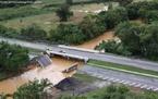 Queda de ponte na BR-277, sentido litoral, por causa das fortes chuvas no mês de Março. </br></br> Palavras-chave: Antonina.  Morretes. Paranaguá, Chuvas. Deslizamentos. Enchentes. Mata Atlântica.