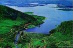 A barragem Engenheiro Ávidos, do Açude Piranhas, está localizada no município de Cajazeiras, estado da Paraíba. Barra o rio Piranhas, sistema de mesmo nome, sendo a mais importante bacia hidrográfica da região e cobrindo uma área de 1.124 km2. Tem como finalidades a irrigação de 5.000 ha de terras à jusante da barragem, o controle das cheias do rio Piranhas e a piscicultura.  </br></br>  Palavras-chave: Dimensão socioambiental.  Dimensão econômica. Barragem. Energia elétrica. Reservatório de água. Engenheiro Ávidos. Do Açude Piranhas - PB.