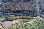 Localização: Rio Santa Maria, na Bacia Santa Maria, no Município Canela (RS), tem por finalidade de geração de energia elétrica.  </br></br>  Palavras-chave: Dimensão socioambiental. Dimensão econômica. Barragem. Energia elétrica. Reservatório de água. Canastra. Canela. RS. Rio de Contas.