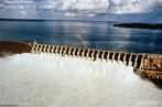 Localização: Rio Tocantins, na Bacia Amazônica, no Município de Tucuruí (PA). Tem por finalidade a geração de energia elétrica e a navegação fluvial .  </br></br>  Palavras-chave: Dimensão socioambiental. Dimensão econômica. Barragem. Energia elétrica. Reservatório de água. Usina hidrélétrica.