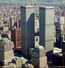 O World Trade Center em Nova York, Estados Unidos, (informalmente referenciado como WTC ou Torres Gêmeas) foi um complexo de sete prédios na Baixa Manhattan, projetado pelo arquiteto americano Minoru Yamasaki e pelo engenheiro Leslie Robertson e desenvolvido pelo Port Authority of New York and New Jersey. WTC, as torres gêmeas antes dos ataques terrorista de 11 de setembro de 2001.  </br></br>  Palavras-chave: Torres gêmeas. Estados Unidos. Economia. Política. Terrorismo. Terror. Atentados. Bin Laden. Arábia Saudita. Iraque. Afeganistão.