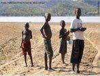 Crianças brincando em Boroma, cidade próxima a Tete - Moçambique. </br></br> Palavras-chave: Boroma. África. Cotidiano. Crianças.