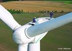 Energia eólica. Um aerogerador é um dispositivo que aproveita a energia eólica e a converte em energia elétrica.  </br></br>  Palavras-chave: Dimensão demográfica. Dimensão socioambiental. Território. Lugar. Região. Município. País. Energia eólica. Consumo sustentável.