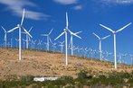 Energia eólica. Um aerogerador é um dispositivo que aproveita a energia eólica e a converte em energia elétrica.  Fonte: http://www.wikipedia.com.br </br></br> Palavras-chave: Dimensão demográfica. Dimensão socioambiental. Território. Lugar. Região. Município. País. Energia eólica. Consumo sustentável.