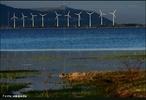O parque eólico de Osório é um parque de produção de energia eólica na cidade de Osório, RS. É composto por 75 torres de aerogeradores de 98 metros de altura e 810 toneladas de peso cada uma, podendo ser vistas da auto-estrada BR-290 (Free-Way), RS-030 e de praticamente todos os bairros da cidade. Tem uma capacidade instalada estimada em 150 MW (energia capaz de atender uma cidade de 700 mil habitantes), sendo a maior usina eólica da América Latina.  </br></br>  Palavras-chave: Território. Lugar. Paisagem.Energia eólica. Energia. Indústria. Dimensão socioambiental. Geopolítica. Dimensão econômica da produção do e no espaço. Industrialização. Urbanização.