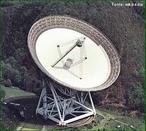 O radar, do inglês Radio Detection And Ranging (Detecção e Telemetria pelo Rádio), é um dispositivo que permite detectar objetos a longas distâncias. Ondas electromagnéticas que são refletidas por objetos distantes. A detecção das ondas refletidas permite determinar a localização do objeto.  </br></br> Palavras-chave: Radar. Ondas de rádio. Território. Lugar. Telemetria. Lugar. Frequência. Geopolítica. Telecomunicações.