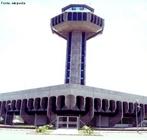 Está localizado a 20 quilômetros do centro de Campinas e a 99 quilômetros de capital paulista. O aeroporto é referência do crescimento industrial da cidade de Campinas, e movimenta primariamente o tráfego de carga. Apresenta o maior terminal de cargas da América do Sul.  </br></br>  Palavras-chave: Meios de transporte. Passageiros. Aerovias. Aeroporto. Transporte. Aéreo. Turismo. Turista.