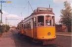 Bonde eléctrico (ou ainda trolley) é o carro eléctrico tradicional em grandes cidades como Basiléia, Zurique, Lisboa, Porto e Rio de Janeiro. Movimenta-se sobre carris (trilhos), que em geral encontram-se embutidos nas partes mais antigas das cidades.  </br></br> Palavras-chave: Bonde elétrico. Urbanização. Crescimento urbano. Cidades. Meio de transporte.