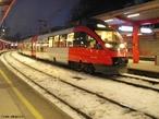 Trem de passageiros, os comboios de alta velocidade viajam a velocidades de cruzeiro entre os 250 km/h e os 300 km/h.  </br></br>  Palavras-chave: Passageiros. Trem. Ferrovia. Urbanização. Cidades. Trabalho. Alta velocidade.