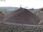 É extraído da natureza sob a forma de minério de ferro que, depois de passado para o estágio de ferro-gusa, através de processos de transformação, é usado na forma de lingotes. Adicionando-se carbono dá-se origem a várias formas de aço.  </br></br>  Palavras-chave: Minério de Ferro. Lingotes. Carbono. Aço. Ferro-Gusa.