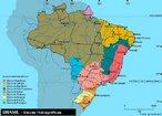 Hidrografia � uma parte da geografia f�sica que classifica e estuda as �guas do planeta. O objeto de estudo da hidrografia � �gua da Terra, abrange portanto oceanos, mares, geleiras, �gua do subsolo, lagos, �gua da atmosfera e rios.</br></br>Palavras-chave: Pol�tica. Espa�o Geogr�fico. Territ�rio. Lugar. Pa�s. Mapa do Brasil Hidrografia.