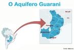 O Aqu�fero Guarani � a maior reserva subterr�nea de �gua doce do mundo, sendo tamb�m um dos maiores em todas as categorias. A maior parte (70% ou 840 mil km�) da �rea ocupada pelo aq�ifero - cerca de 1,2 milh�o de km� - est� no subsolo do centro-sudoeste do Brasil. O restante se distribui entre o nordeste da Argentina (255 mil km�), noroeste do Uruguai (58 500 km�) e sudeste do Paraguai (58 500 km�), nas bacias do rio Paran� e do Chaco-Paran�. </br></br> Palavras-chave: Aqu�fero Guarani. Mapa. �gua Doce. Pol�tica. Economia. �gua Subterr�nea.
