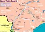 Nasce em Sales�polis, na Serra do Mar, a 1.027 metros de altitude. Apesar de estar a apenas 22 quil�metros do litoral, as escarpas da Serra do Mar obrigam-no a caminhar sentido inverso, rumo ao interior, atravessando o estado de S�o Paulo de sudeste a noroeste at� desaguar no lago formado pela barragem de Jupi� no rio Paran�, no munic�pio de Tr�s Lagoas, cerca de 50 quil�metros a jusante da cidade de Pereira Barreto. </br></br> Palavras-chave: Rio Tiet�. Polui��o H�drica. Economia. Agricultura. Navega��o. Hidrel�trica. Irriga��o.