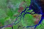 Imagem de sat�lite do Rio Amazonas, regi�o norte do Brasil. </br></br> Palavras-chave: Sat�lite. Diversidade. Leitura. Economia. Dados. �gua. Biodiversidade.