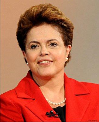 Dilma Vana Rousseff, uma economista e política brasileira, filiada ao Partido dos Trabalhadores (PT), e a atual presidente da República Federativa do Brasil. Durante o governo do ex-presidente Luiz Inácio Lula da Silva, assumiu a chefia do Ministério de Minas e Energia, e posteriormente, da Casa Civil. Em 2010, foi escolhida pelo PT para se candidatar à Presidência da República na eleição presidencial, sendo que o resultado de segundo turno, em 31 de outubro, tornou Dilma a primeira mulher a ser eleita para o posto de chefe de Estado e de governo, em toda a história do Brasil. </br></br> Palavras-chave: Dilma Rousseff. Brasil. Política. Presidente. Bric.