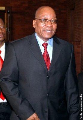 Jacob Gedleyihlekisa Zuma é um político sulafricano, e atual presidente do Congresso Nacional Africano, partido governante do país. Ele foi vice-presidente da África do Sul de 1999 a 2005 e presidente do país, após a vitória de seu partido nas eleições gerais de 2009. </br></br> Palavras-chave: Jacob Zuma. África do Sul. África Política. Presidente. Bric.