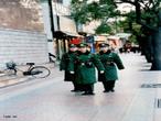 O crescimento econômico e a globalização ligam a China ao resto do mundo mas a abertura ainda é lenta, o governo ainda controla tudo, um exemplo disso é a presença contínua do exército chinês nas ruas. </br></br> Palavras-chave: Crescimento Econômico. Globalização. China. Exército. Política.