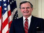 George Herbert Walker Bush é um político estadunidense. Foi o 41º presidente dos Estados Unidos da América (1989-1993). Anteriormente, ele já tinha servido como embaixador na ONU (1971-1973), diretor da CIA (1976-1977), e o 43º vice-presidente dos Estados Unidos da América na gestão do presidente Ronald Reagan (1981-1989). </br></br> Palavras-chave: EUA. Partido Republicano. George Bush. Político. ONU. Ronald Reagan.