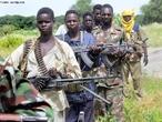 """O genocídio continua no Darfur. Guerrilheiros do Darfur às portas de Cartum? Pouco se tem ouvido, lido, sobre o Sudão e o Darfur, ultimamente. E depois das palavras de Geldof sobre Angola e o pequeno """"cataclismo"""" que provocou em certas mentes, muito menos.</br></br> Por isso, admito, me surpreendeu a notícia de hoje do espanhol """"El Pais"""" que anuncia a tomada de um subúrbio da capital sudanesa pelos guerrilheiros do Movimento de Justiça e Igualdade do Darfur (JEM). O governo sudanês diz que os rechaçou e matou alguns dos líderes rebeldes. Estes, por sua vez, confirmam a sua presença na capital. </br></br>Estranhamente, os norte-americanos estão preocupados com o desenvolvimento deste assunto e pedem moderação, solicitando aos rebeldes e ao governo sudanês que suspendam as atividades! Dos chineses, atualmente os principais financiadores do Governo sudanês, só chega um mutismo profundo. </br></br> Palavras-chave: Dimensão Demográfica. Política. Economia. Território. Lugar. Região. Guerrilha. Guerrilheiro. mortes. Massacre. Darfur. Sudão."""