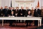 James Earl Carter Jr., conhecido como Jimmy Carter, (Plains, Geórgia, 1 de outubro de 1924) é um político norte-americano, tendo sido o 39° presidente dos Estados Unidos da América. E Leonid Ílitch Brejnev (Brezhnev) 19 de Dezembro de 1906 — 10 de Novembro de 1982, foi secretário-geral do Partido Comunista da União Soviética de 1964 a 1982 e presidente da URSS entre 1977 e 1982, ano da sua morte. Em 1972 foi-lhe atribuído o Prêmio Lênin da Paz. </br></br> Palavras-chave: Secretário-Geral. Presidente da URSS. Jimmy Carter. Leonid Brejnev. Política. Economia. Capitalismo.
