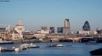Vista panoramica de Londres. Ao fundo prefeitura de Londres. A administração de Londres é dividida em dois níveis. Um chamado de Grande Autoridade de Londres e outra composta pelos 33 distritos (ou bairros). </br></br> Palavras-chave: Administração. Prefeitura. Rio Tâmisa.