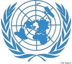 O símbolo da ONU é uma projeção azimutal, cujo centro escolhido foi um ponto no Polo Norte, um local neutro e que permite a visualização de todos os continentes. </br></br> Palavras-chave: ONU. Projeção Azimutal. Projeção Polar. Geopolítica. Cartografia.
