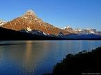 O Parque Nacional de <em>Banff</em> est� localizado nas Montanhas Rochosas canadenses, na prov�ncia de Alberta, e situa-se numa faixa de 120-200 km ao oeste de <em>Calgary</em>. O parque cobre uma �rea de 6.641 km� e cont�m mais de 1.600 km de trilhas. No pr�prio parque est� localizado o munic�pio de <em>Banff</em>.  </br></br>  Palavras-chave: Parque. Trilhas. Natureza. Canad�. Montanhas Rochosas. Turismo.