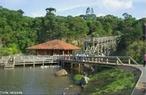 O Parque Tanguá é um dos principais parques da cidade de Curitiba, localizado na região norte da cidade, nos bairros Pilarzinho e Taboão. Foi fundado em 23 de novembro 1996 pelo então prefeito Rafael Greca de Macedo, e construído onde existiam duas pedreiras, atualmente desativadas.  </br></br>  Palavras-chave: Dimensão Socioambiental do Espaço Geográfico. Lugar. Território. Região. Parque. Natureza. Pedreira. Curitiba. Parque Tanguá.
