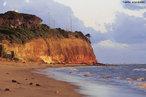 """A Ponta do Seixas é o ponto mais oriental do Brasil e das Américas continentais, localizado em João Pessoa, capital da Paraíba. Fica na praia do Seixas, a 14 km do centro da cidade. Sua longitude é de 34° 47' 30"""" oeste, e sua latitude de 7° 9' 28"""" sul. Dos pontos extremos brasileiros, a Ponta do Seixas é o único que é ao mesmo tempo extremo do país e do continente. Os outros pontos extremos do Brasil são: ao norte, as nascentes do Rio Ailã (Roraima), ao sul, o Arroio Chuí (Rio Grande do Sul) e, a oeste, a nascente do Rio Moa (Acre).  </br></br>  Palavras-chave: Dimensão Demográfica. Econômica. Território. Lugar. Região. País. Brasil, Ponta do Seixas. Paraíba. Ponto Extremo O             riental."""