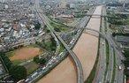 O rio Tietê é um rio brasileiro do estado de São Paulo. É famoso nacionalmente por atravessar o estado e a cidade de São Paulo.  </br></br>  Palavras-chave: Dimensão Socioambiental. Território. Lugar. Região. Rio Tietê. Poluição Hídrica.