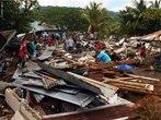 Um terremoto de 8,3 graus na escala <em>Richter</em> atingiu o arquipélago de Samoa, no Pacífico Sul, e provocou <em>tsunamis</em> de até 12 metros de altura, em setembro de 2009. O epicentro foi perto da zona de subducção <em>Kermadec</em>, <em>Tonga</em>, no Anel de Fogo do Pacífico, onde as placas continentais se encontram e atividades vulcânicas e sísmicas são comuns. </br></br> Palavras-chave: Escala Richter. Terremoto. Placas Tectônicas. Sismos. Epicentro. Samoa. Pacífico Sul. Anel de Fogo do Pacífico. Tsunamis. Vulcão.