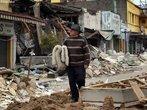 Um tremor com magnitude de 8.8 graus sacudiu o Chile na madrugada do dia 27 de fevereiro de 2010, atingiu 80% do pa�s e espalhou destrui��o. Pelo menos 1,5 milh�o de resid�ncias foram danificadas, pontes e estradas foram destru�das, abalando a infraestrutura do pa�s. </br></br> Palavras-chave: Escala Richter. Terremoto. Placas Tect�nicas. Sismos. Chile. Destrui��o.