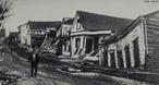O Grande Terremoto do Chile ou o Terremoto de Valdivia foi o maior já registrado em todo o mundo. Ele aconteceu no dia 22 de maio de 1960 e foi registrado na escala <em>Richter</em> com magnitude de 9,5 pontos. A parte centro-sul do Chile, incluindo as cidades de <em>Valdivia</em> e <em>Concepción</em>, foram as que mais sofreram. </br></br> Palavras-chave: Terremoto. Chile. Escala Richter. Placas Tectônicas. Abalos Sísmicos. Terremoto de Valdivia.