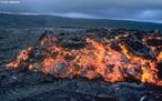 Magma é rocha fundida, localizado normalmente dentro de uma câmara de magma, abaixo da superfície da Terra. O magma permanece sob alta pressão e, algumas vezes, emerge através das fendas vulcânicas, na forma de lava fluente e fluxos piroclásticos. Os produtos de uma erupção vulcânica geralmente contêm gases dissolvidos que podem nunca ter alcançado a superfície do planeta.  </br></br>  Palavras-chave: Magma. Terremoto. Placas Tectônicas. Natureza. Lugar. Território. Intemperismo. Vulcão. Abalos Sísmicos.