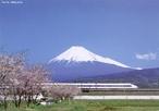 O Monte <em>Fugi</em> é a mais alta montanha da ilha de <em>Honshu</em> e de todo o Japão e a 35ª mais alta do mundo. É um vulcão ativo, se bem que considerado de baixo risco de erupção.  </br></br> Palavras-chave: Monte Fuji. Japão. Território. Vulcão. Lugar. Economia. Neve. Paisagem. Dimensão Socioambiental.