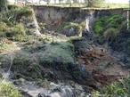 A voçoroca ou boçoroca é um fenômeno geológico que consiste na formação de grandes buracos de erosão, causados pela chuva e intempéries, em solos onde a vegetação é escassa e não mais protege o solo, que fica cascalhento e suscetível de carregamento por enxurradas.  </br></br>  Palavras-chave: Voçoroca. Território. Paisagem. Lugar. Erosão. Relevo. Cobertura vegetal. Desmatamento. Solo.