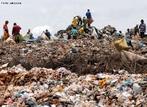 Lix�o � uma forma inadequada de disposi��o final de res�duos s�lidos, que se caracteriza pela simples descarga do lixo sobre o solo, sem medidas de prote��o ao meio ambiente ou � sa�de p�blica, o mesmo que descarga de res�duos a c�u aberto. Nesses locais, pode-se encontrar pessoas que recolhem (catadores) res�duos que possam ser comercializados, como papel, lata, pl�stico, entre outros. </br></br> Palavras-chave: Dimens�o Socioambiental. Econ�mica. Demogr�fica. Territ�rio. Lugar. Geopol�tica. Paisagem. Lixo. Aterro Sanit�rio. Catadores de lixo. Garimpeiros do lixo. Chorume. Vigil�ncia Sanit�ria. Pl�stico. Res�duos. Aquecimento Global. Desigualdade Social. Capitalismo.