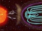 Quando um número grande de partículas atravessa o campo magnético terrestre, isso pode provocar tempestades solares, causadas pela liberação das partículas, e também tempestades magnéticas, que podem sobrecarregar cabos de energia com excesso de corrente elétrica e causar apagões. </br></br>  Palavras-chave: Campo Magnético. Vento Solar. Radiação. Magnetismo.