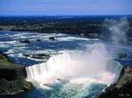 Cataratas do Niágara são um agrupamento de massivas quedas d'águas localizadas no Rio Niágara, no leste da América do Norte, entre os lagos Erie e Ontário, na fronteira entre o Estado americano de Nova Iorque e da província canadense de Ontário. As Cataratas do Niágara são compostas por três grupos distintos de cataratas: as Cataratas Canadenses, as Cataratas Americanas e as Cataratas Bridal Veil. </br></br> Palavras-chave: Dimensão Socioambiental. Território. Lugar. Região. País. Água. Turismo. Cataratas do Niagara. EUA. Hidrografia.