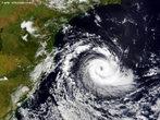 Em 29 de Março de 2004 cientistas americanos, especializados em análise e previsão de fenômenos severos confirmam que a Região Sul do país foi atingida por um furacão categoria 1, na escala <em>Saffir-Simpson</em>, que mede a intensidade dos ventos dos furacões. Isso faz de Catarina o primeiro furacão extratropical conhecido e também o primeiro a atingir o Brasil. </br></br> Palavras-chave: Furacão. Catarina. Região Sul. Escala Saffir-Simpson. Ventos. Brasil. Clima.