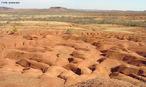 Gilbu�s, munic�pio localizado no extremo sul do Piau�, possui a maior �rea cont�nua desertificada do Brasil. A degrada��o do solo atinge n�veis t�o graves que ela pode ser enquadrada entre as cidades mais afetadas pela desertifica��o no mundo, segundo especialistas no assunto. </br></br> Palavras-chave: Desertifica��o. Brasil. Degrada��o. Solos. Desmatamento. Agricultura. Pecu�ria.