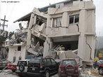 Prédio destruído pelo terremoto de magnitude 7 na escala Richter, ocorrido em Janeiro de 2010, em Porto Princípe no Haiti. </br></br> Palavras-chave: Haiti. Terremoto. Placas Tectônicas. Abalos Sísmicos. Escala Richter.