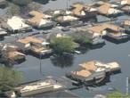 As enchentes s�o calamidades naturais ou n�o que ocorrem quando um leito natural recebe um volume de �gua superior ao que pode comportar resultando em transbordamentos. Pode ocorrer em lagos, rios, c�rregos, mares e oceanos devido a chuvas fortes e cont�nuas.  </br></br>  Palavras-chave: Rios. Enchentes. Leito. Chuvas. Drenagem. Ocupa��o de �reas de Risco. Urbaniza��o.