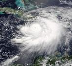 O furacão Dennis durou de 4 de Julho a 13 de Julho de 2005, no Atlântico Oeste. A sua intensidade, em Cuba, em 8 de Julho era de categoria 4 e ao chegar à Flórida regrediu à categoria 3, de acordo com a Escala de Furacões de <em>Saffir-Simpson</em>. Afetou o Haiti, Jamaica, Cuba, Flórida, Alabama, Mississippi, Geórgia, Tennessee e a região de Ohio com ventos de 240 km/h, pressão atmosférica de 930 (hPA). Causou 89 mortes e estragos de 4 a 6 bilhões de dólares.  </br></br>  Palavras-chave: Furacão. Tempestade. Aquecimento Global. Temperatura. Mudanças climáticas. Fenômenos Naturais. Clima. Tempo. Destruição.