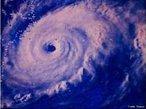Furacão, tufão e ciclone são nomes regionais para fortes ciclones tropicais. Os meteorologistas chamam de ciclones tropicais as grandes quantidades de ar com baixa pressão atmosférica que se movem de forma organizada sobre os mares da região equatorial da Terra. A imagem é do Furacão Anita que ficou ativo de 29 de agosto a 3 de setembro de 1977, e foi considerado de Categoria 5 pela Escala de Furacões de <em>Saffir-Simpson</em> com ventos de 270 km/h. </br></br> Palavras-chave: Furacão. Ciclone. Ventos. Tempestade. Saffir-Simpson.