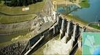 Barragem Pequena Central Hidrel�trica Mogi-Gua�u. Em opera��o desde 1999.</br> Localiza��o: Rio Mogi-Gua�u. Reservat�rio: �rea de 5,73 km� e volume de 32,89 x 106 m�.</br>Barragem: tipo Aterro compactado, comprimento: 150 m.</br>Turbina: Kaplan Tubular S, queda bruta de 11,6 m. Gerador: tipo Sincrono de eixo horizontal e pot�ncia total de 2 x 3,6 = 7,2 MW.</br> Vertedouro: Comporta de superf�cie e descarga total de 4 x 524,8 = 2.099 m�/s.</br> N�o tem eclusa.  </br></br>  Palavras-chave: Dimens�o Socioambiental. Econ�mica. Demogr�fica. Territ�rio. Lugar. Regi�o. usina, barragem, Mogi Gua�u, S�o Paulo, energia El�trica. Hidrel�trica.