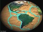 A teoria da Tectônica de Placas afirma que o planeta Terra é dividido em várias placas tectônicas que se movimentam, pois estão flutuando sobre o magma. Ao se movimentarem, formam as montanhas mais recentes (dobramentos modernos), fossas oceânicas, atividade vulcânica, terremotos, cordilheiras meso-oceânicas, tsunamis, etc. </br></br> Palavras-chave: Placas Tectônicas. Terra. Magma. Montanhas. Cordilheiras. Terremotos.