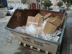 Uma das classificações adotadas para os tipos de lixo é o comercial. Gerado pelo setor terciário (comércio em geral), é composto especialmente por papéis, papelões e plásticos. </br></br> Palavras-chave: Lixo Comercial. Consumo. Setor Terciário. Meio Ambiente.