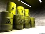 Uma das classifica��es adotadas para os tipos de lixo � o nuclear, tamb�m chamado at�mico. S�o resultantes dos rejeitos radioativos provenientes de hospitais, usinas nucleares, centros de pesquisas, entre outros. Este material � resultado da atividade com elementos radioativos que emitem energia nuclear, como por exemplo, Ur�nio, C�sio, Estr�ncio, Iodo, Cript�nio e Plut�nio. Este lixo n�o pode ser reutilizado em raz�o dos is�topos radioativos, ou seja, n�o pode ser tratado como lixo comum. </br></br> Palavras-chave: Lixo Nuclear. Energia. Radioatividade. Meio Ambiente. Degrada��o Ambiental. Contamina��o. Usina Nuclear.